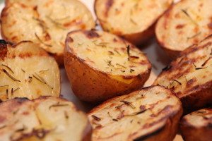 Grilled Potatoes by Keith McDuffee — Distributed under Creative Commons https://creativecommons.org/licenses/by/2.0/